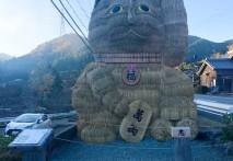 飯南町下仁柿に稲ワラの招き猫!!