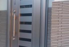 三重県津市 C様邸 玄関ドア取替+アクセントタイル貼り【ビフォーアフター】